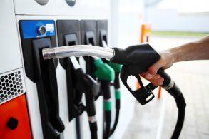 Devo variar os combustíveis em carros flex?