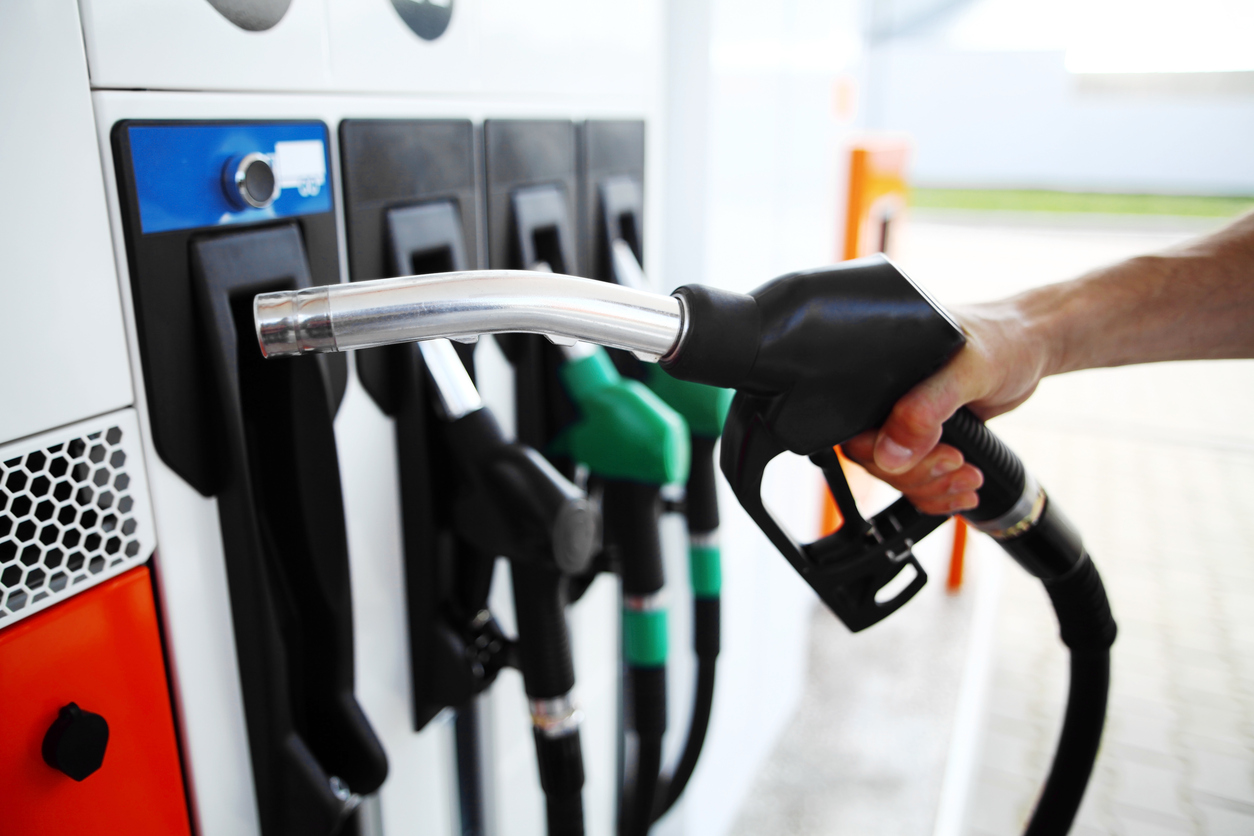 Boris explica a diferença entre etanol hidratado e etanol anidro. Além da adição ou não de água, os dois combustíveis alimentam os automóveis de forma distinta.