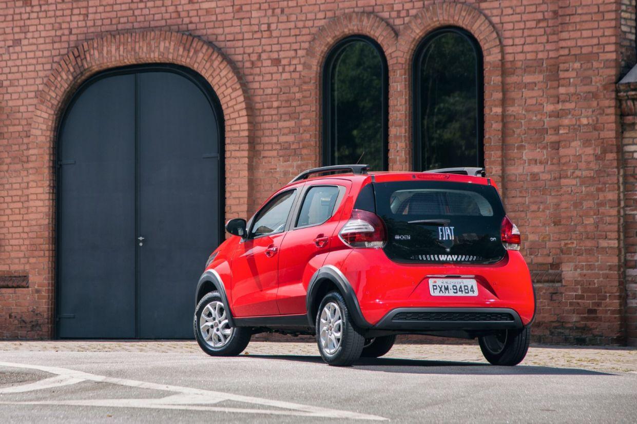 Fiat Mobi 2016 aventureiro oferece pouco e mantém defeitos do carro urbano, como motor e direção defasados em relação à concorrência.