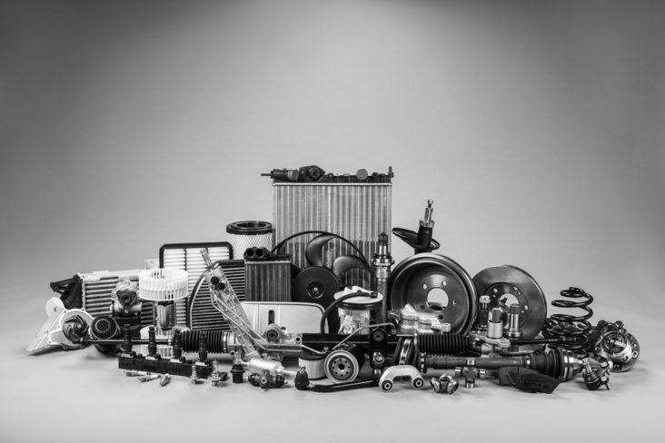 Várias peças de carros reunidas em uma imagem shutterstock
