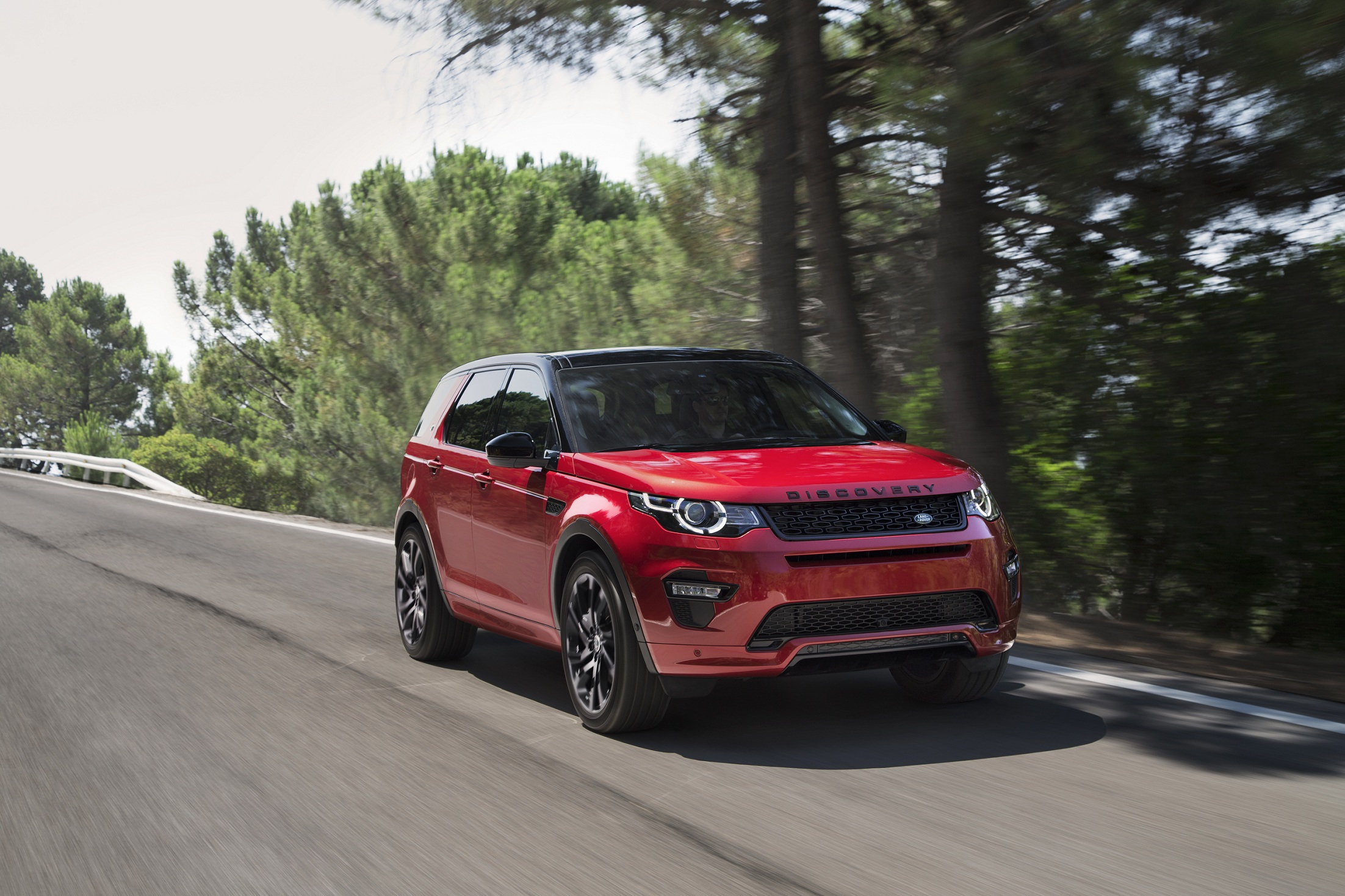 Evoque e Discovery Sport produzidos no Brasil ganham nova motorização