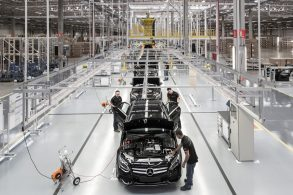 Mercedes-Benz pode deixar de produzir carros no Brasil