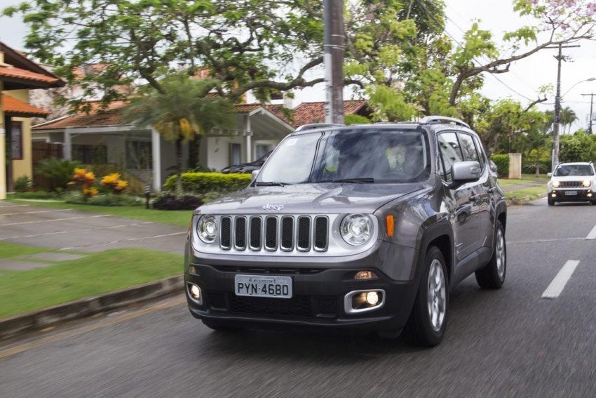 Jeep convoca 93 mil unidades dos modelos Renegade e Compass para recall. Motor dos SUVs pode desligar sozinho e colocar em risco motoristas, passageiros e terceiros.