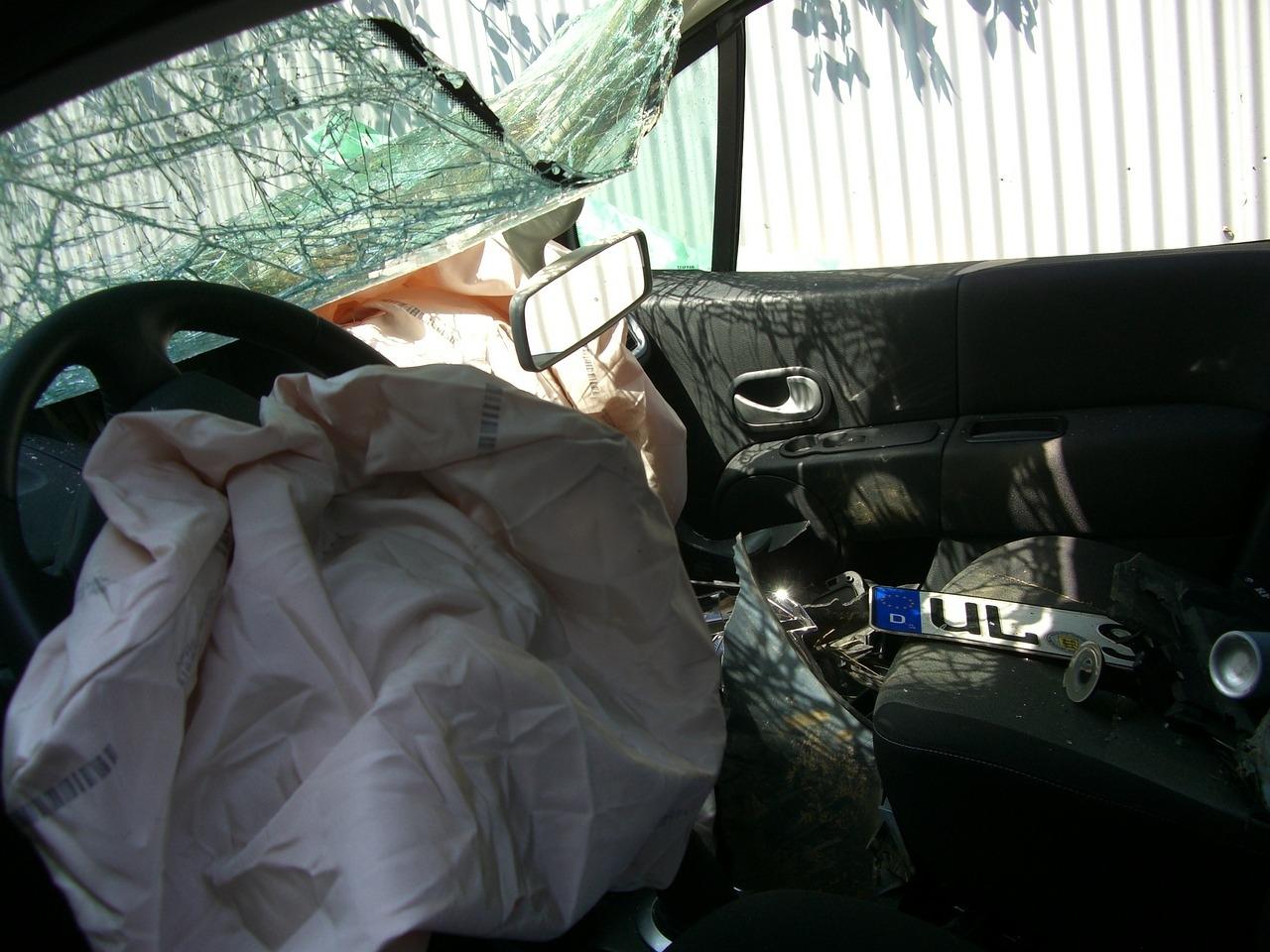 Aproximadamente 93% dos acidentes acontecem por falha humana.Saiba como algumas práticas simples aumentam a segurança nos carros.