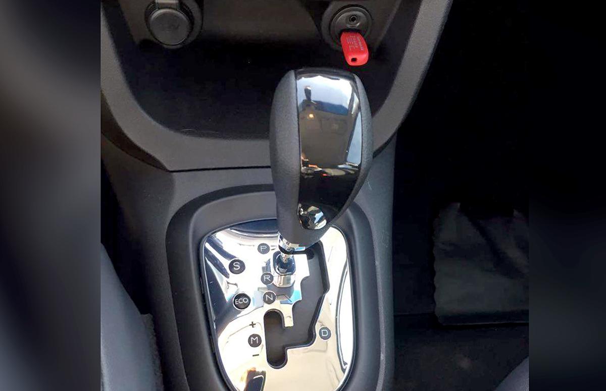 Boris Feldman testou Citroën C3 e seus irmãos da Peugeot equipados com uma nova transmissão automática de seis velocidades.