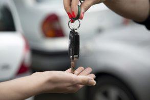 Vendeu ou comprou um veículo? Corra para fazer a transferência