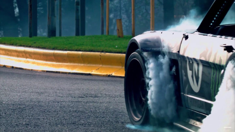 10 formas de detonar os pneus do seu carro: Sair do sinal cantando pneu, fazer curvas em alta velocidade e precisar dar aquelas freadas bruscas e barulhentas são maneiras corretas de detonar os pneus.