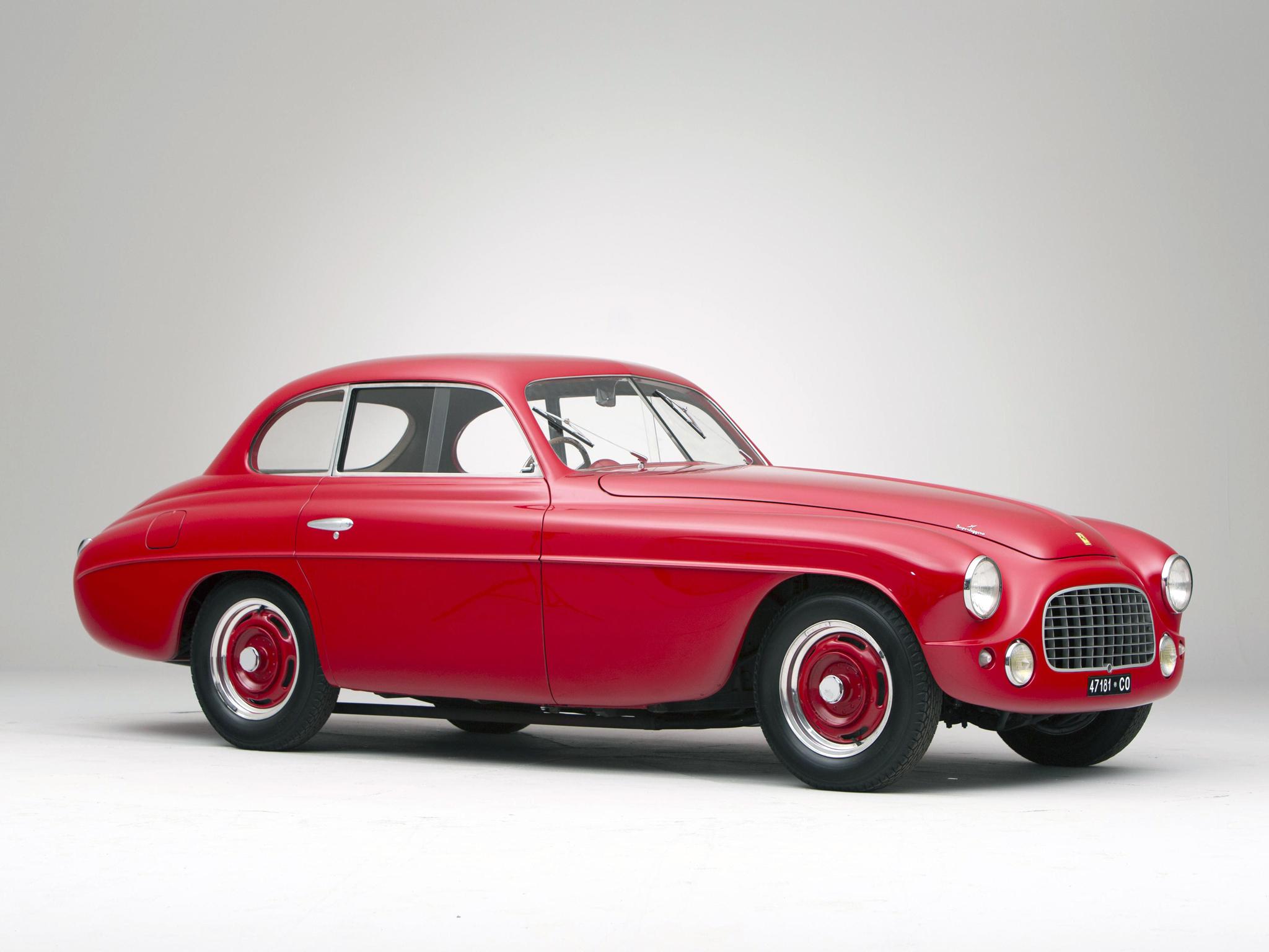 Com belíssimo design, cortesia da Carrozzeria Touring, 166 Inter foi apresentada oficialmente no Salão do Automóvel de Paris (Ferrari/Divulgação)