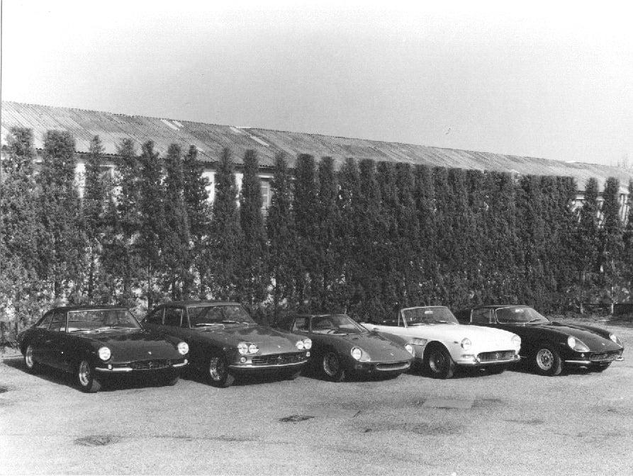 Da esquerda para a direita: 500 Superfast, 330 GT, 250 LM, 275 GTS, 275 GTB (Reprodução)