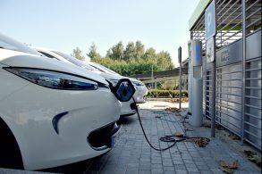 Distribuidoras não serão responsabilizadas se carro elétrico 'queimar'