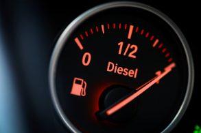 Preços de gasolina e diesel recuam nas refinarias