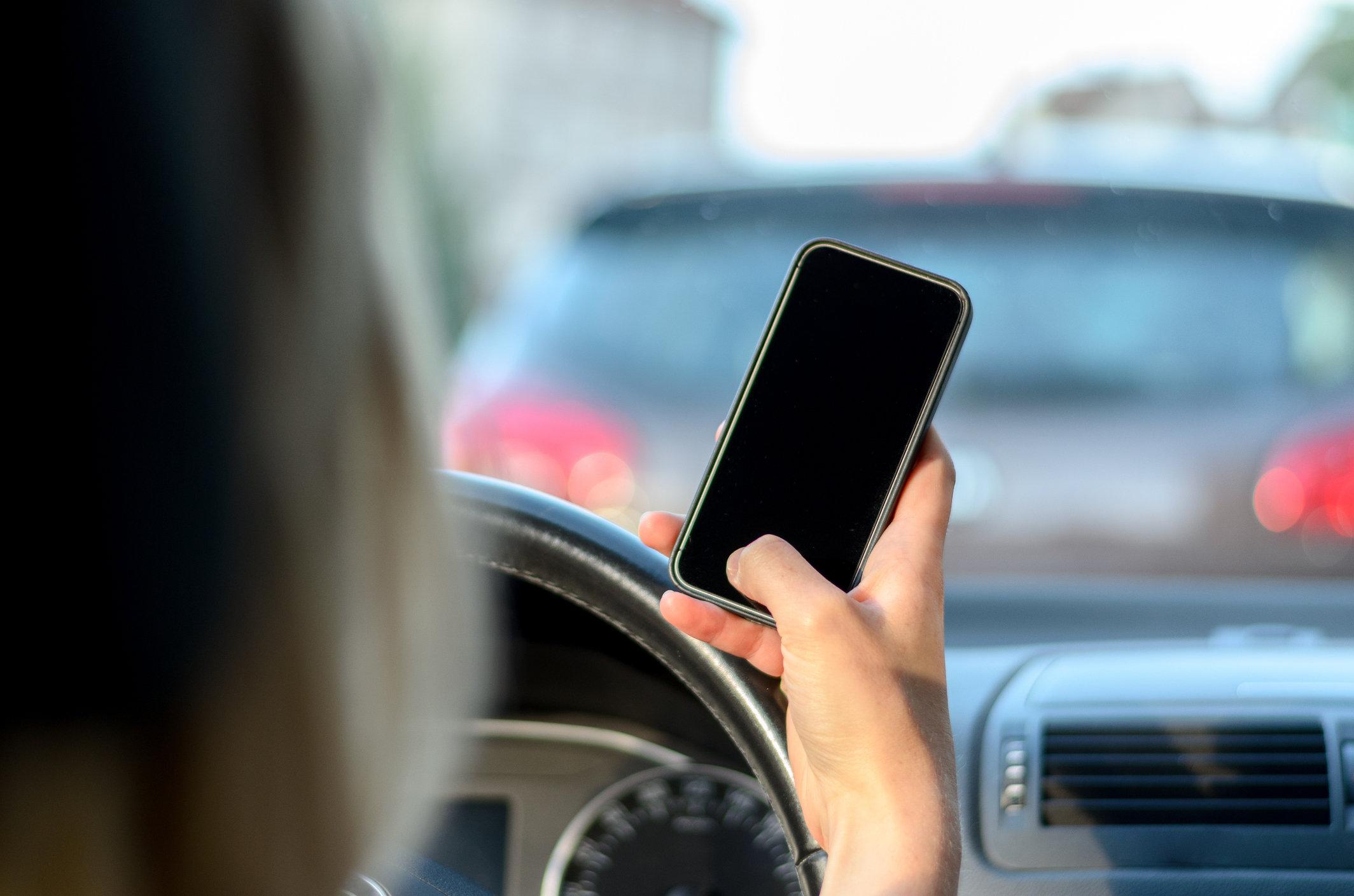 No primeiro semestre de 2018, mais de 268 mil multas foram emitidas pelo uso de celular ao volante. Comportamento é a terceira causa morte no trânsito.