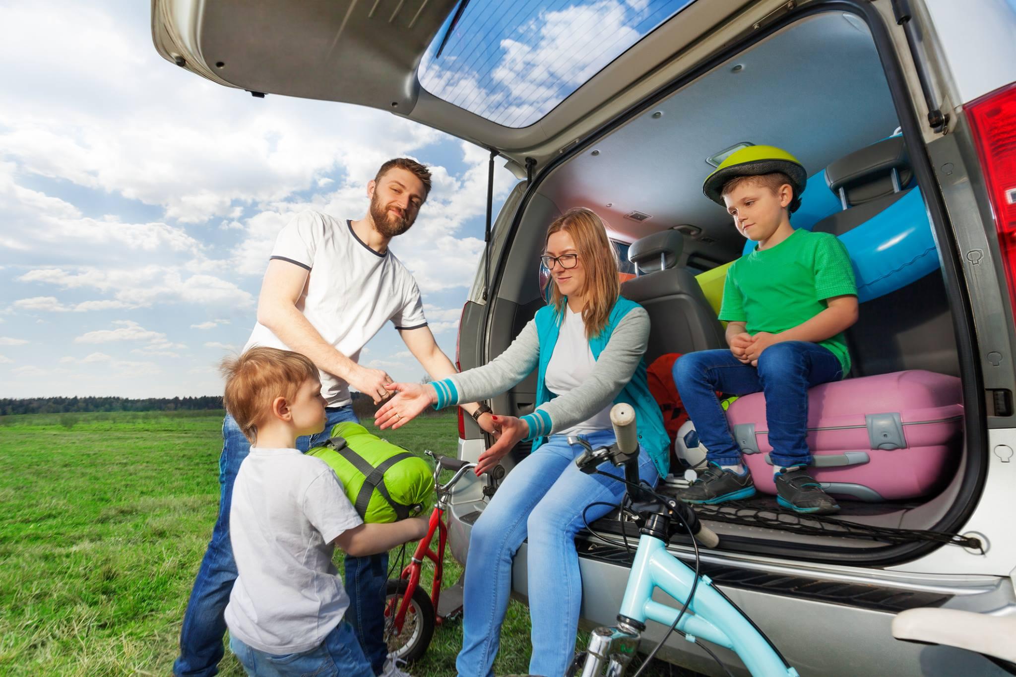 familia viagem estrada seguranca porta malas bagageiro Viajar de carro