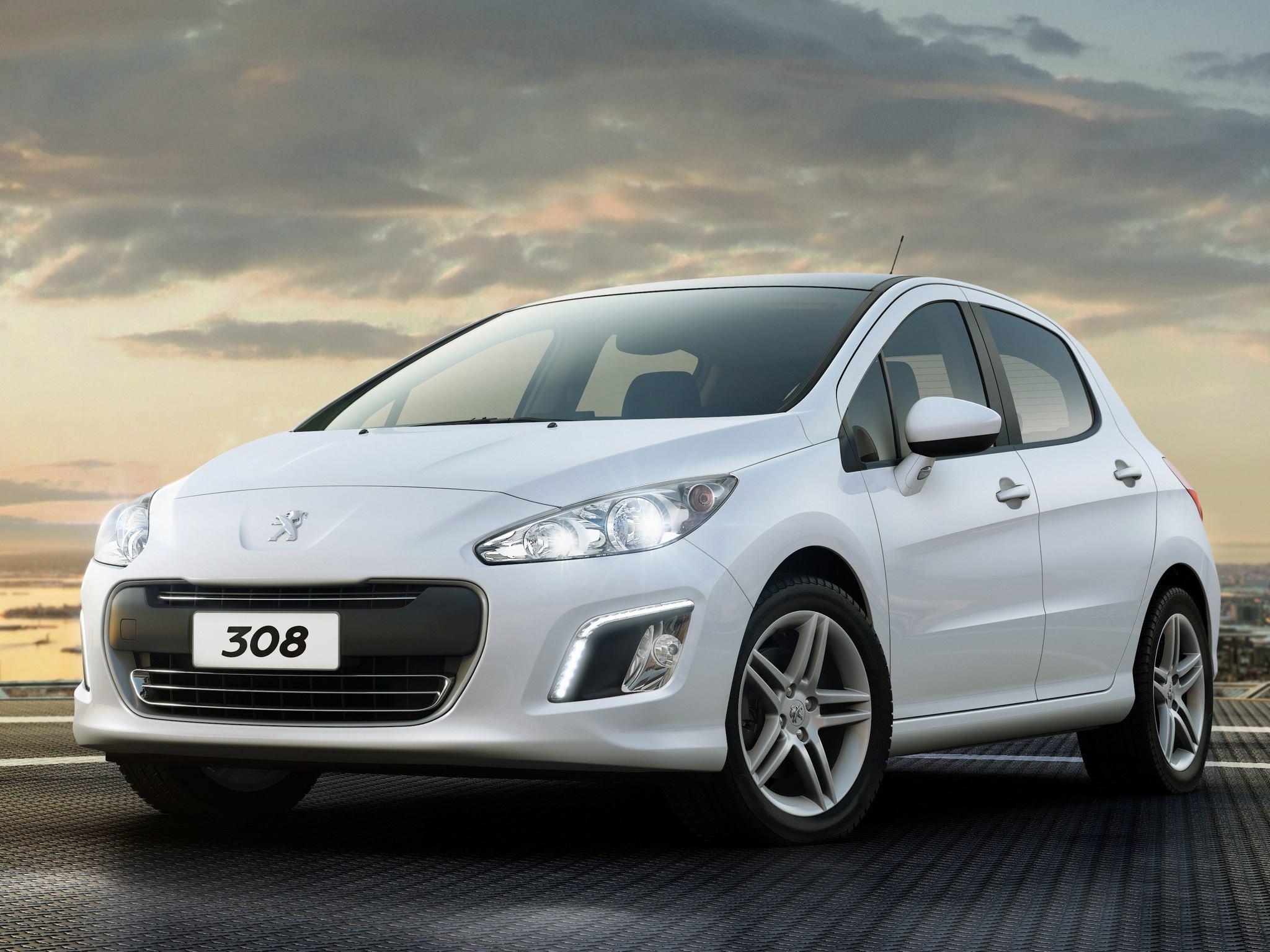 Peugeot convoca unidades dos modelos 308 e 408 para recall. Deformação na manta térmica pode causar incêndio na compartimento do motor.