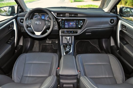 Toyota Corolla XRS: interior