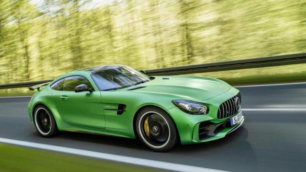 Por problema nos cintos de segurança, Mercedes Benz convoca 15 unidades dos esportivos AMG GT C e AMG GT R para recall. Correção pode ser agendada a partir do dia 27 de abril.