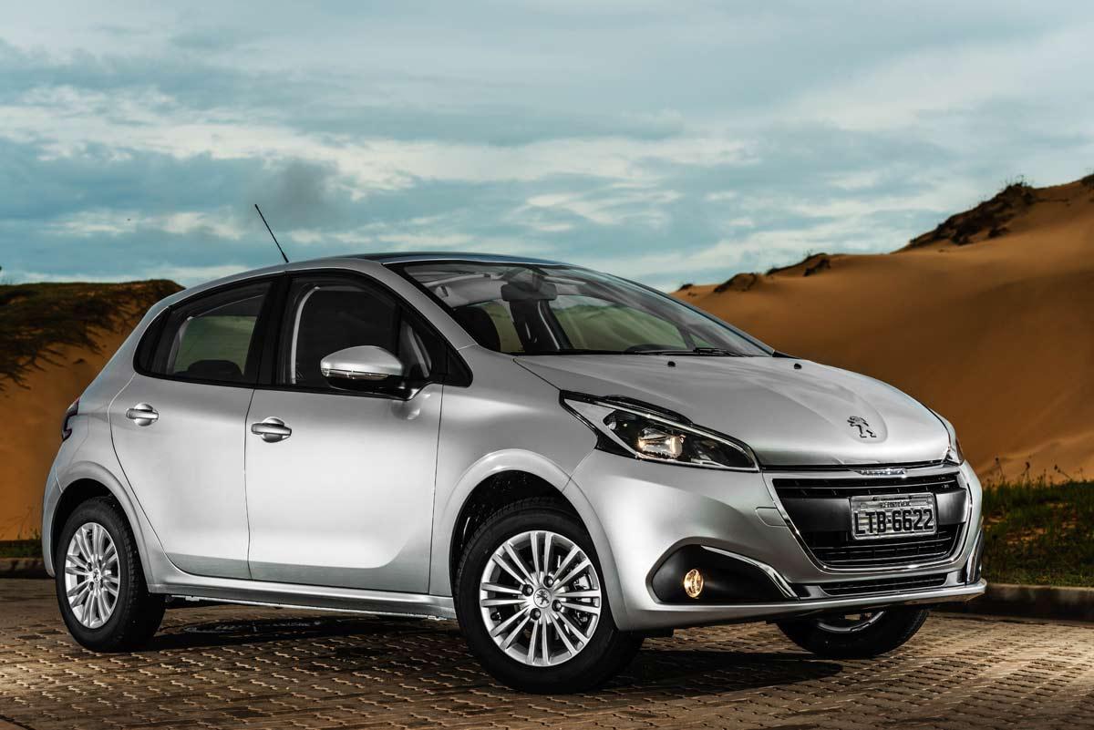 Peugeot-208 Carro para PcD: melhor custo-benefício por faixa de preço...