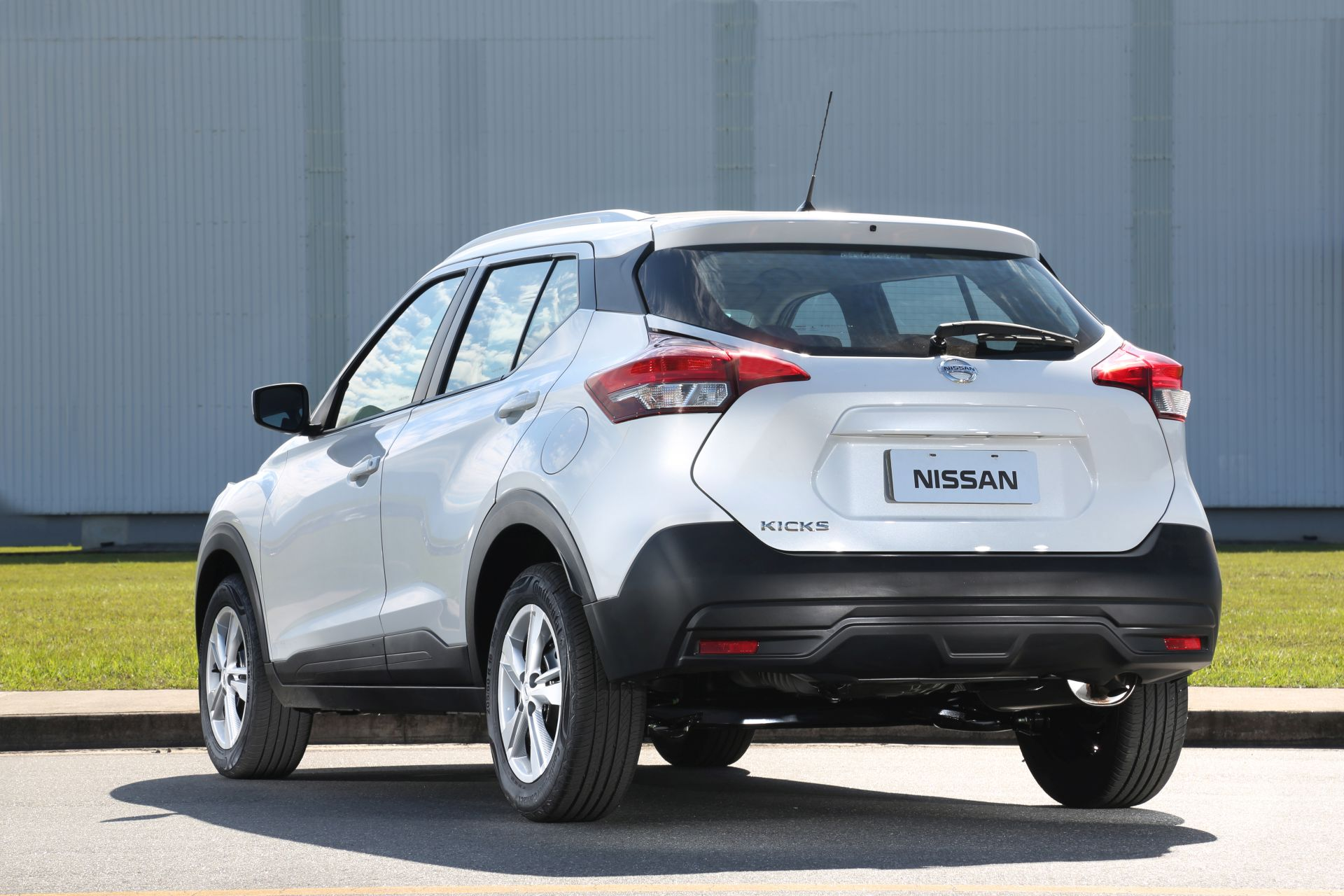 Nissan Kicks para PcD, que estava com as vendas suspensas desde maio, volta ao mercado brasileiro. Versão do SUV para o público custa R$ 68.640,00.