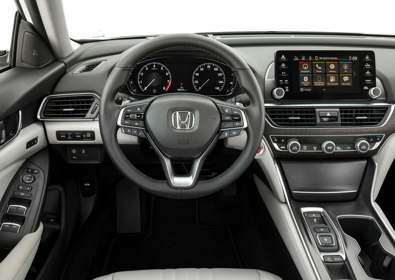 Testamos a nova geração do icônico Honda Accord. Além de atualizações mecânicas, sedã ganhou uma versão híbrida e alterações no visual.