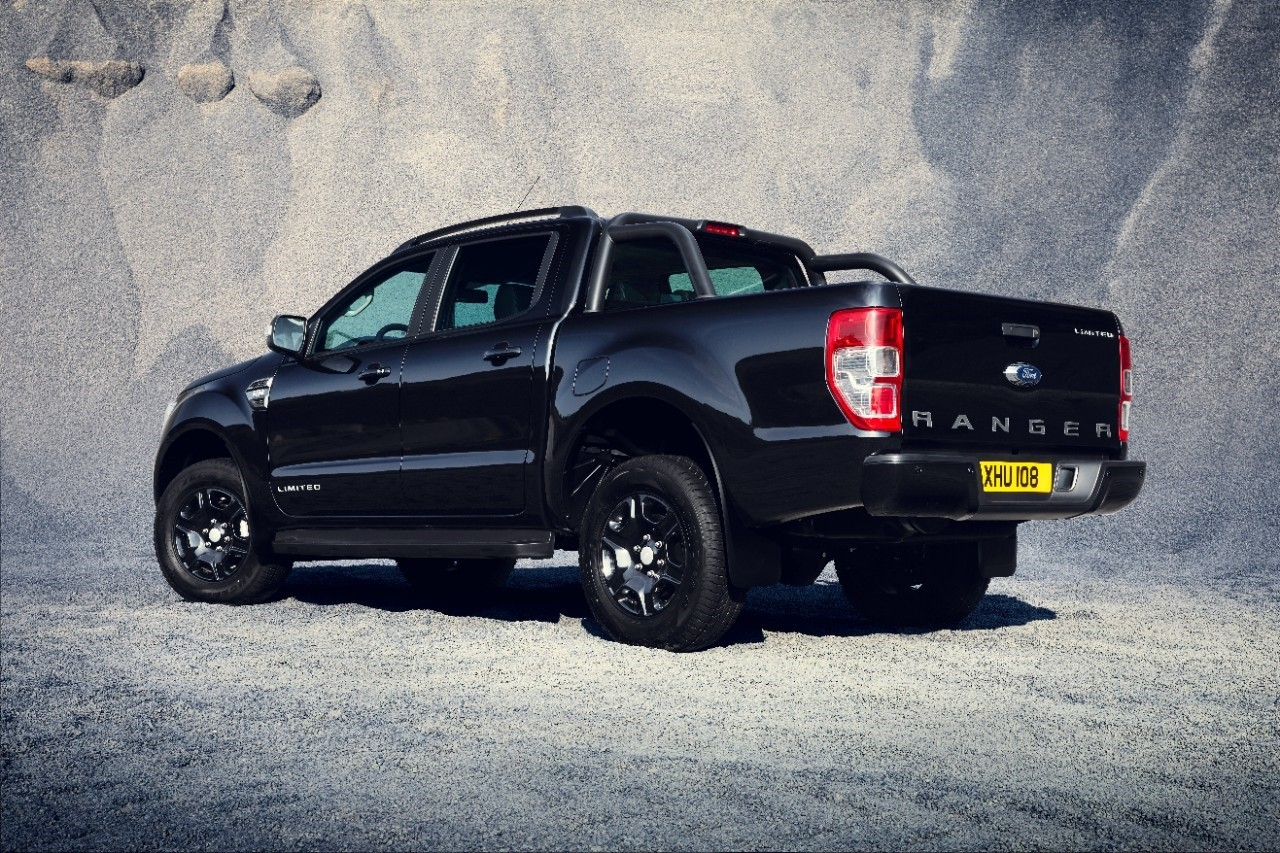 ford ranger ganha vers o limitada black edition para europa autopapo. Black Bedroom Furniture Sets. Home Design Ideas