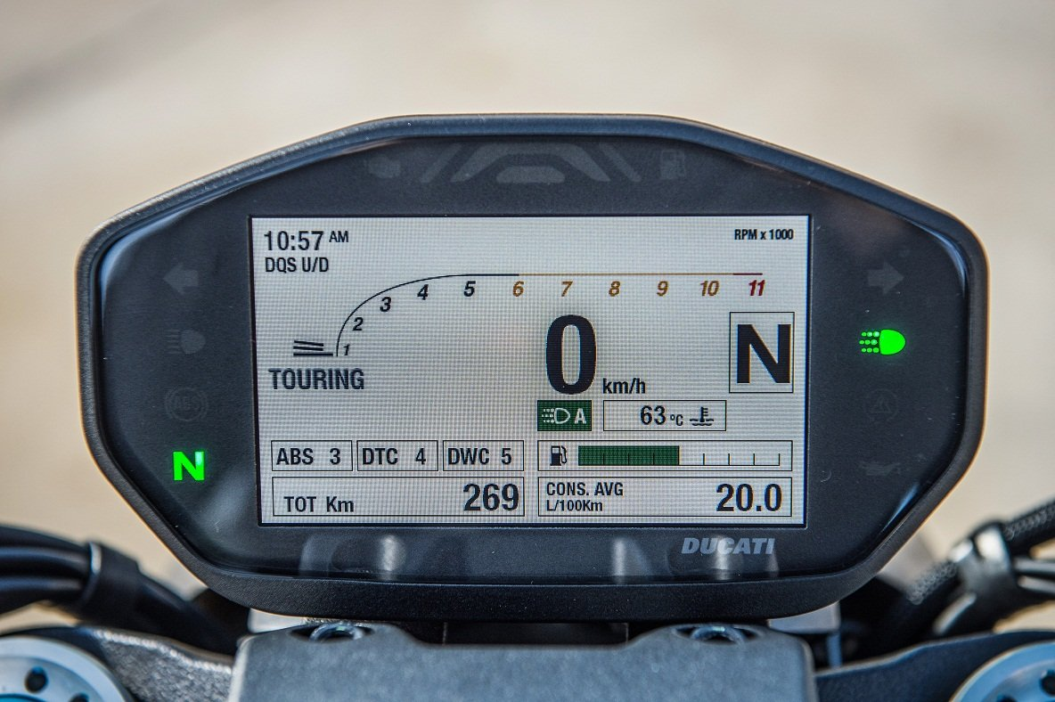 """Saiba tudo sobre a Ducati Monster 1200s, um """"monstrão"""" com 150 cv e que chega ao mercado custando R$ 60 mil conservando o desenho clássico."""