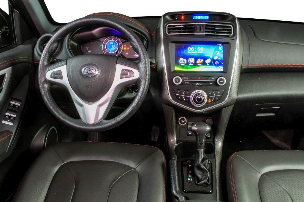 O Lifan X60 2018 chega ao mercado com opção de transmissão do tipo CVT e visual repaginado. A versão topo de linha VIP sai por R$ 77 mil.