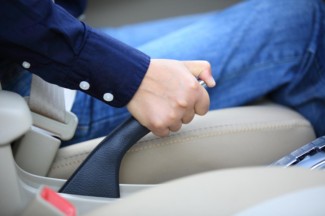 Freio de mão: Veja oito dicas simples para dirigir com segurança para todos os ocupantes, desde a importância do uso do cinto até o filtro de cabine!
