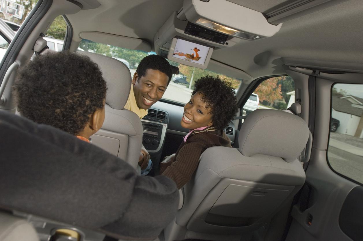 Cadeirinha infantil: Veja oito dicas simples para dirigir com segurança para todos os ocupantes, desde a importância do uso do cinto até o filtro de cabine!