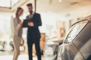 Carros com mais de 100 mil km ainda valem a compra?