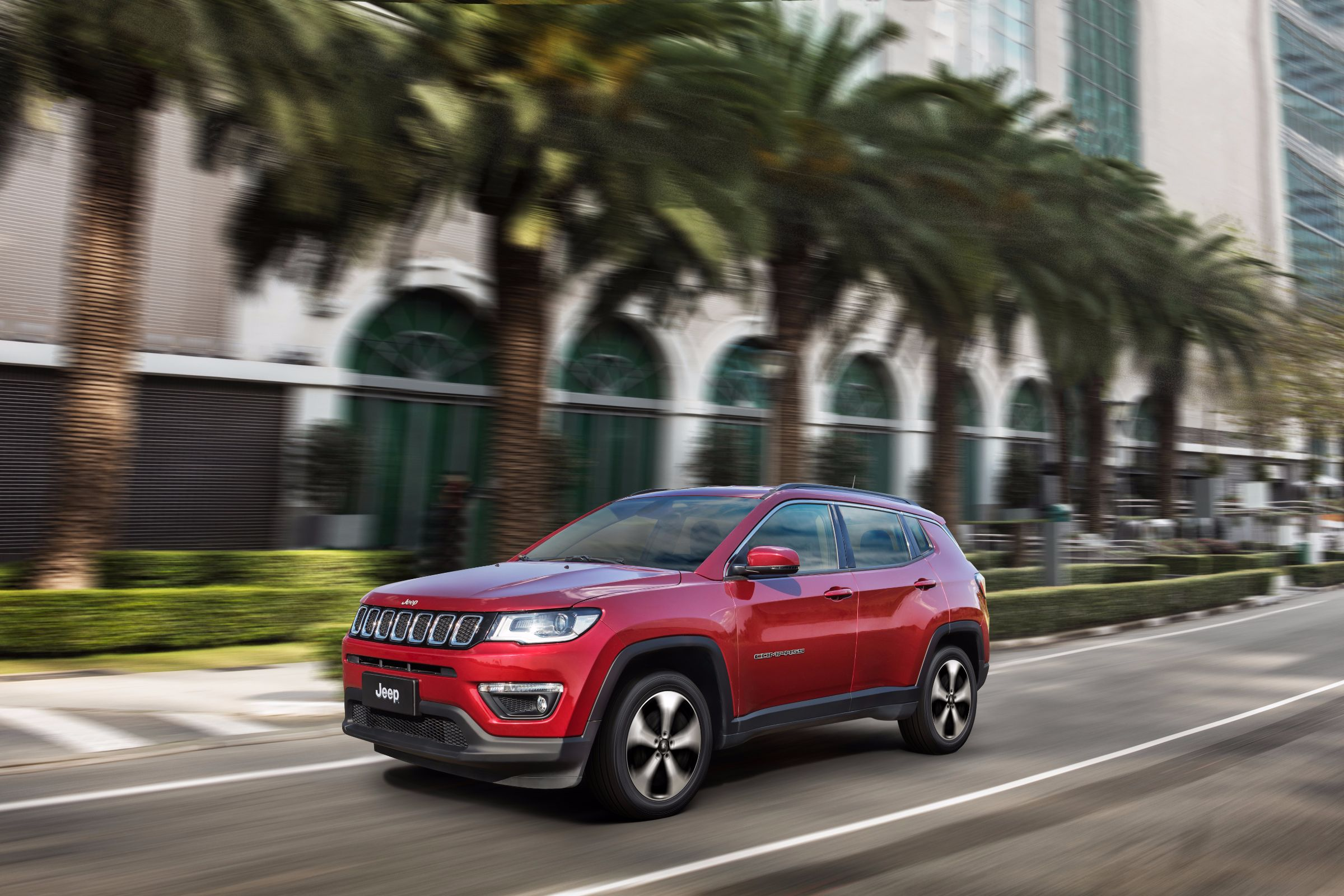 Testamos o Jeep Compass 2.0 Flex Longitude 4x2. Veja quais são os encantos do SUV mais vendido do Brasil, que desbancou o irmão Renegade.