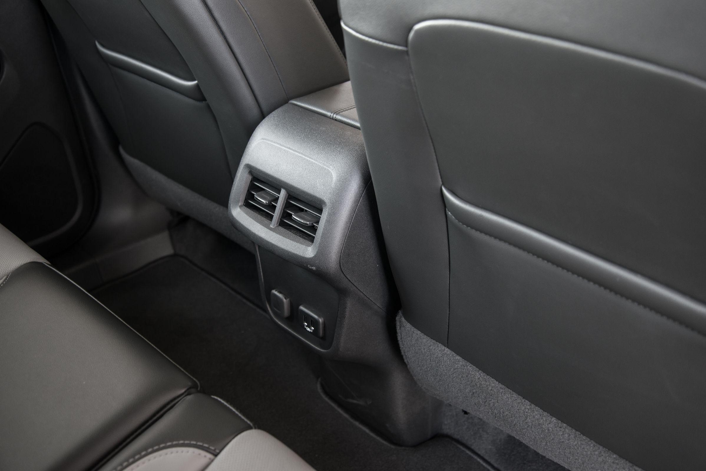 Assoalho do banco traseiro: Saiba os detalhes do novo SUV Chevrolet Equinox 2018, que chega em versão única e com preço de R$ 150 mil para enfrentar concorrentes.