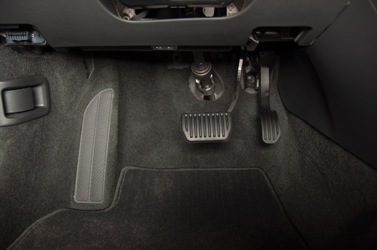 quebrar o pedal do freio