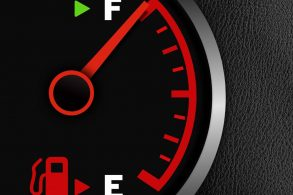 O carro consome mais com o tanque vazio ou cheio?