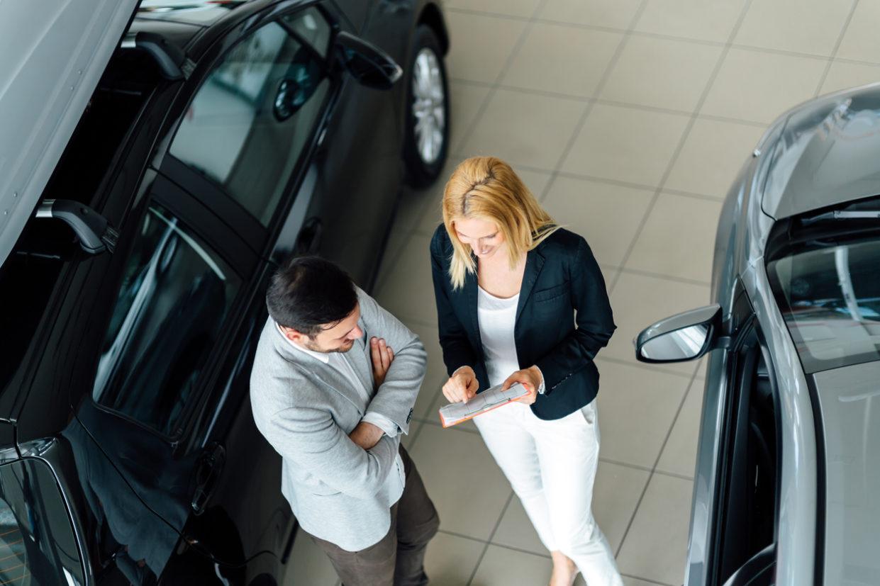 Vendas diretas devem recuar um pouco este ano, em favor do varejo, pela facilidade de crédito