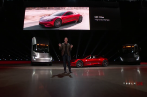 """A Tesla está """"queimando dinheiro"""", afirma a Bloomberg"""