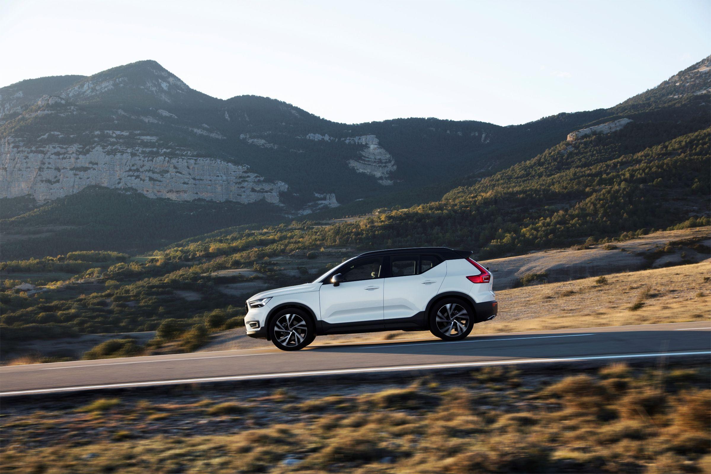 Kia Sportage continua na primeira posição do ranking de carros importados, e Volvo segue fazendo sucesso em um mês que registrou crescimento nas vendas.