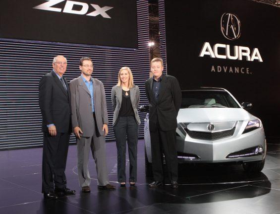 michelle durante apresentacao do prototipo zdx new york auto show 2009 honda