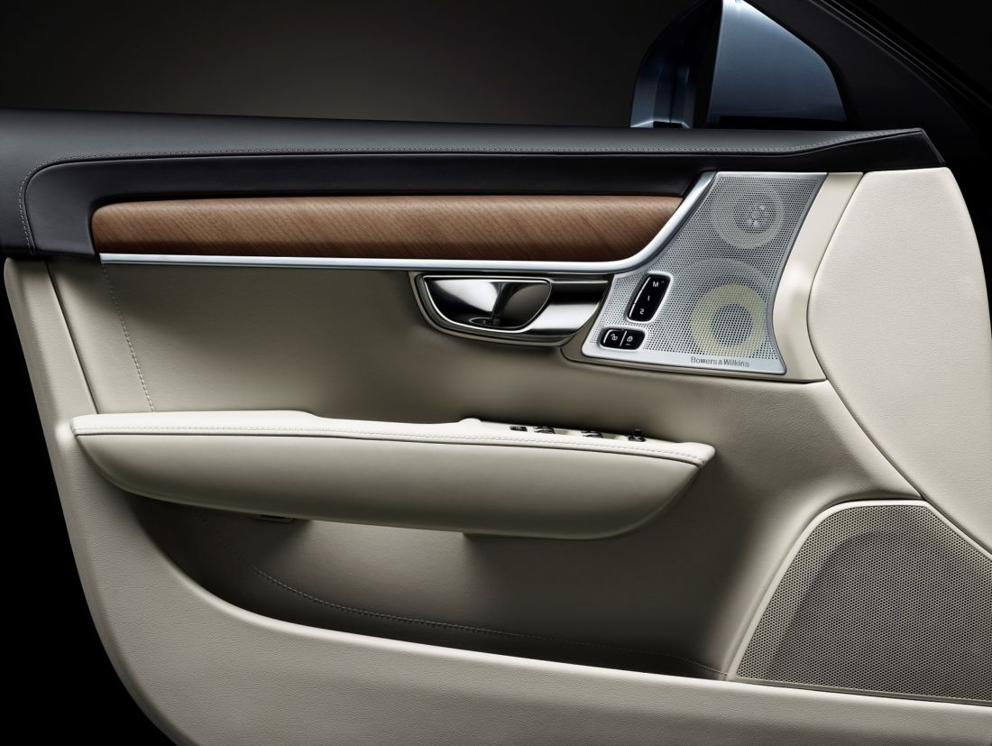 Interior da porta do motorista do S90 (Volvo/Divulgação)