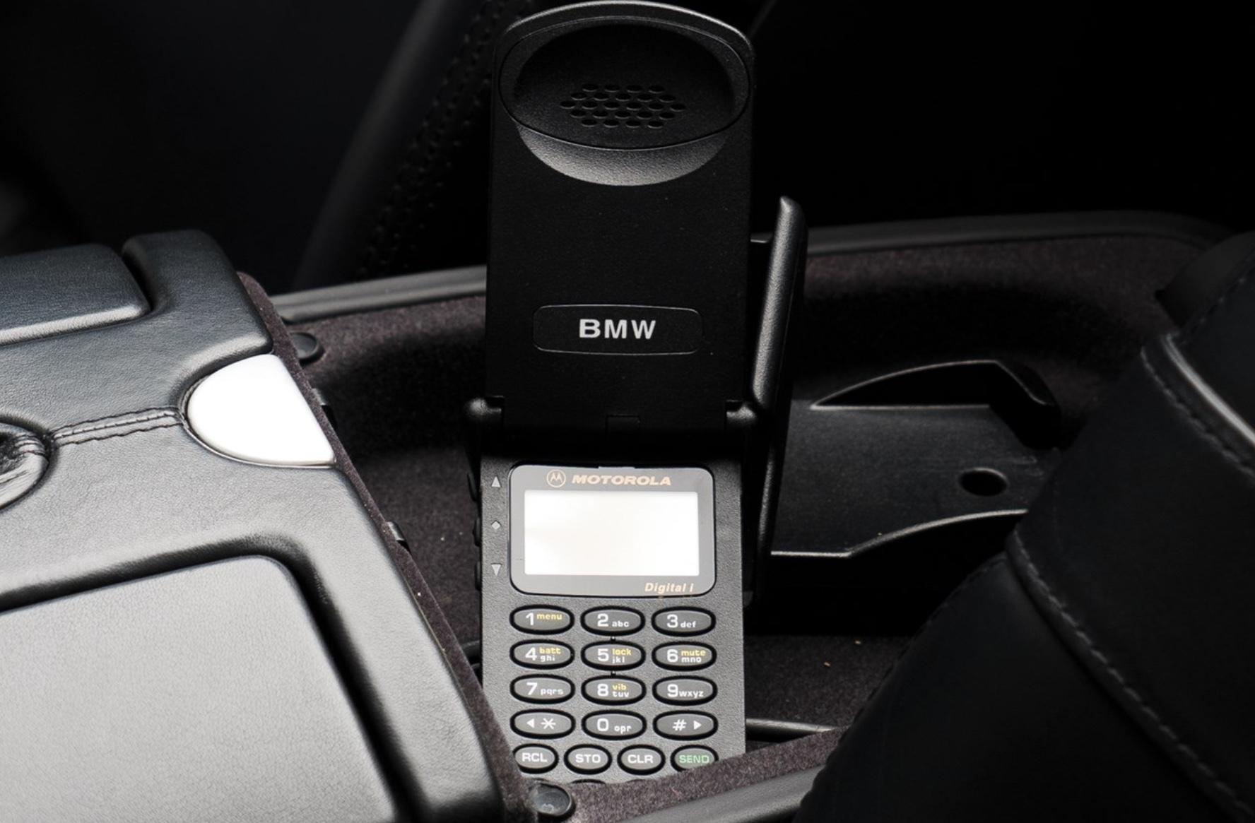 Celular que acompanha BMW Z8 de Jobs
