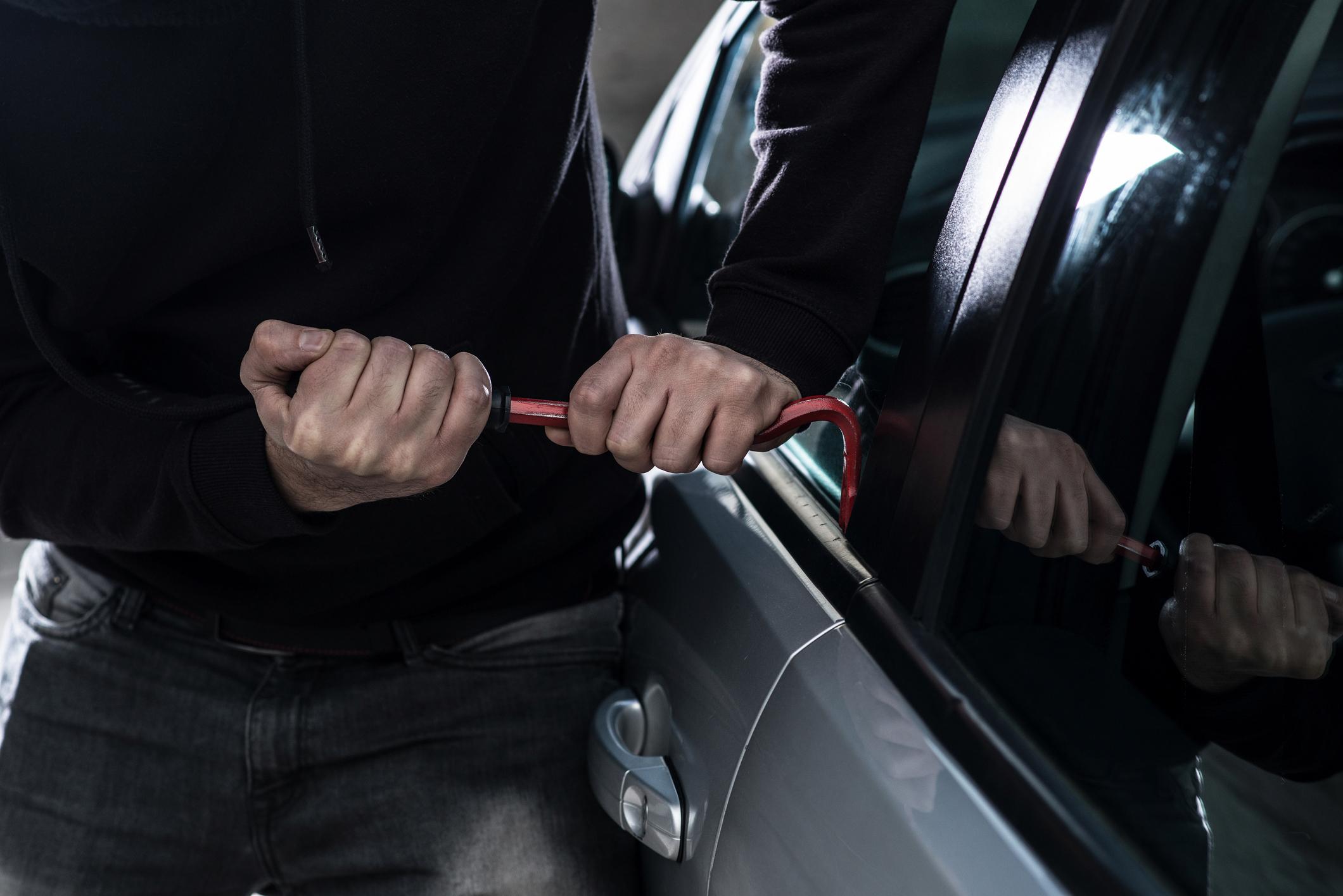 De janeiro a outubro de 2017, mais de 460 mil carros foram roubados ou furtados no brasil