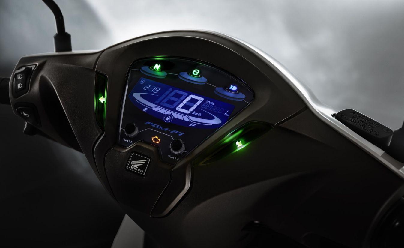 O painel do modelo 125 é digital