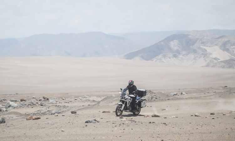 Teo Mascarenhas pilota Honda Africa Twin do Acre até o Pacífico