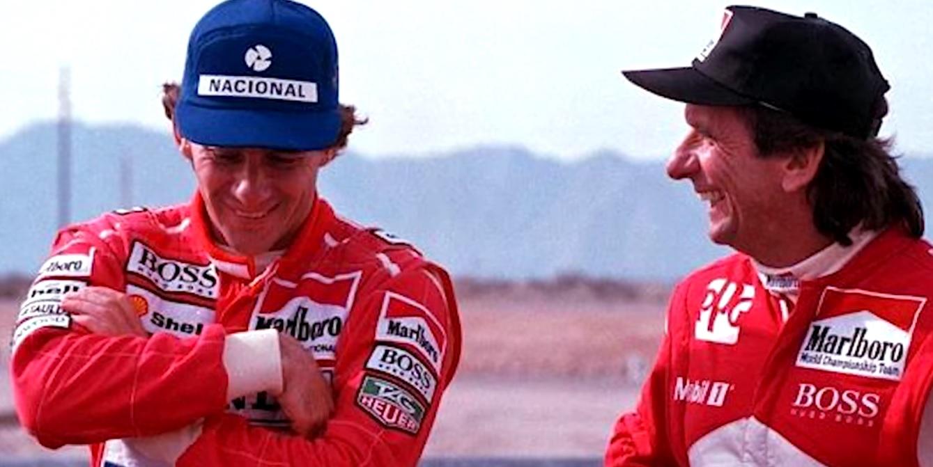 Senna na Indy: o tricampeão conversa com Emerson Fittipaldi durante o teste
