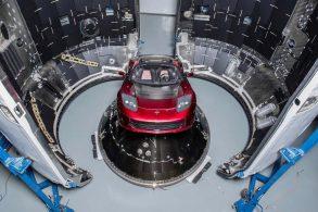 Musk manda Roadster para o espaço em um Falcon Heavy