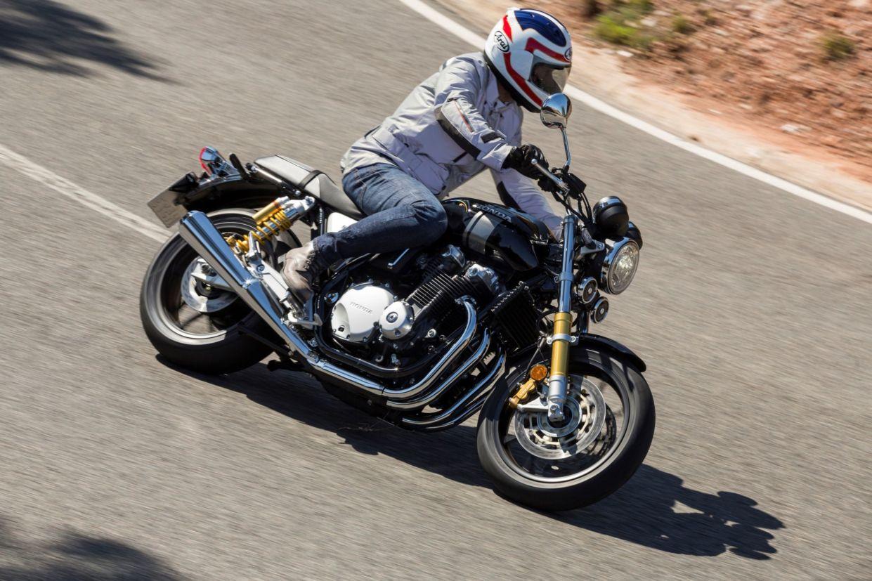 Honda CB 1100RS é moderna, mas apresentou características típicas da linha