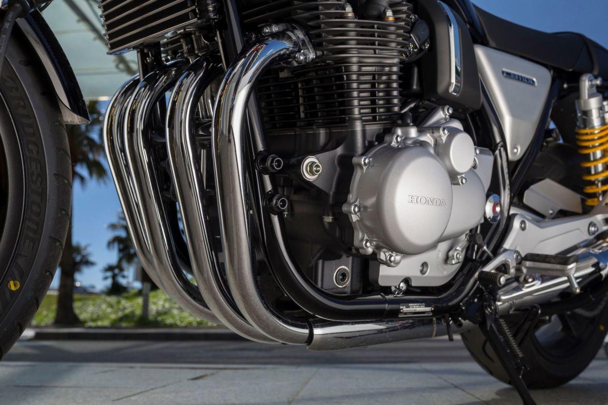 Honda CB 1100RS tem motor de quatro cilindros em linha refrigerado a ar e óleo
