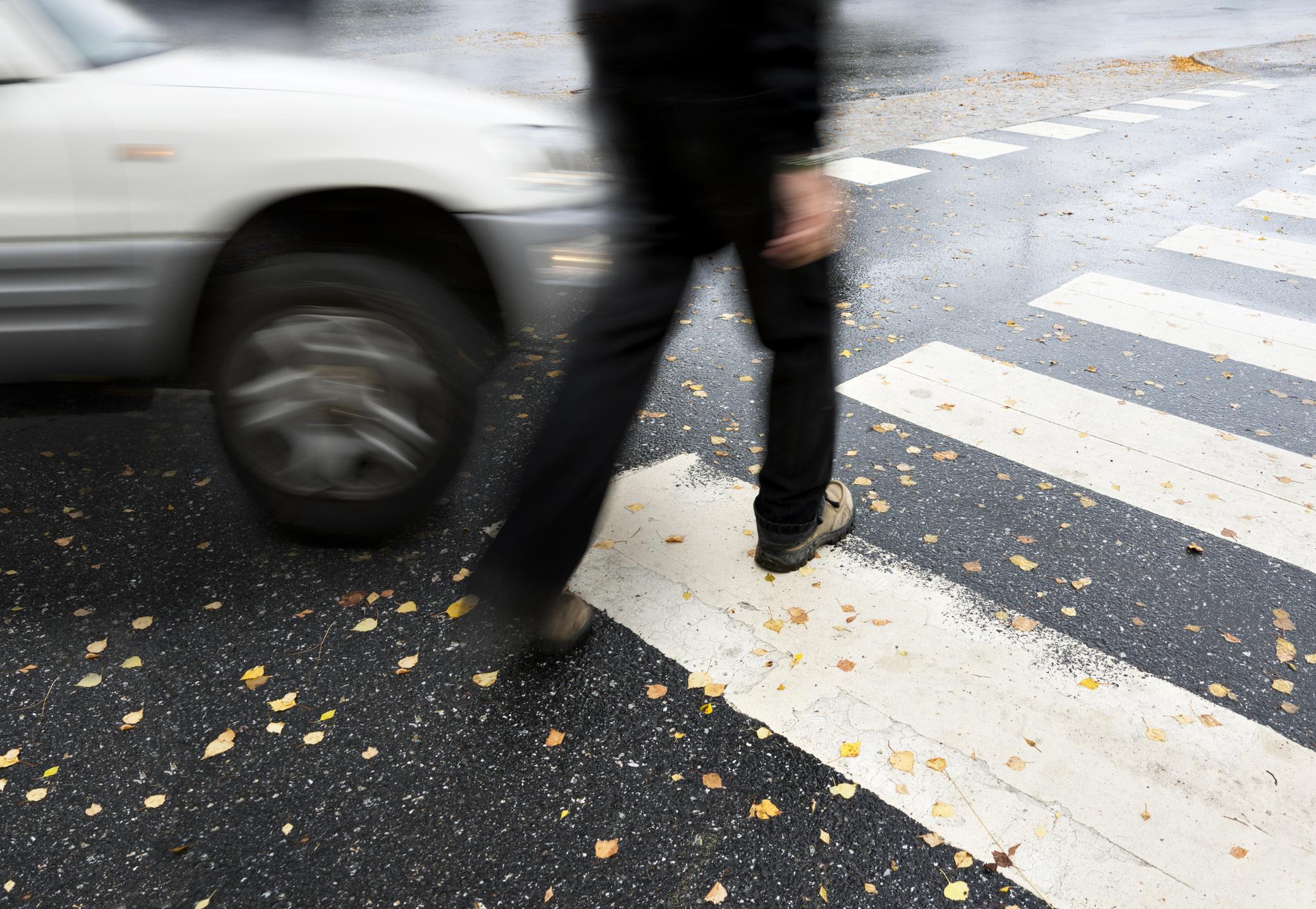 Avançar sobre a faixa de pedestre pode ser equiparado a não respeitar o sinal vermelho