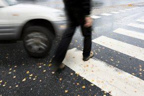 Avançar a faixa de pedestre pode custar mais caro