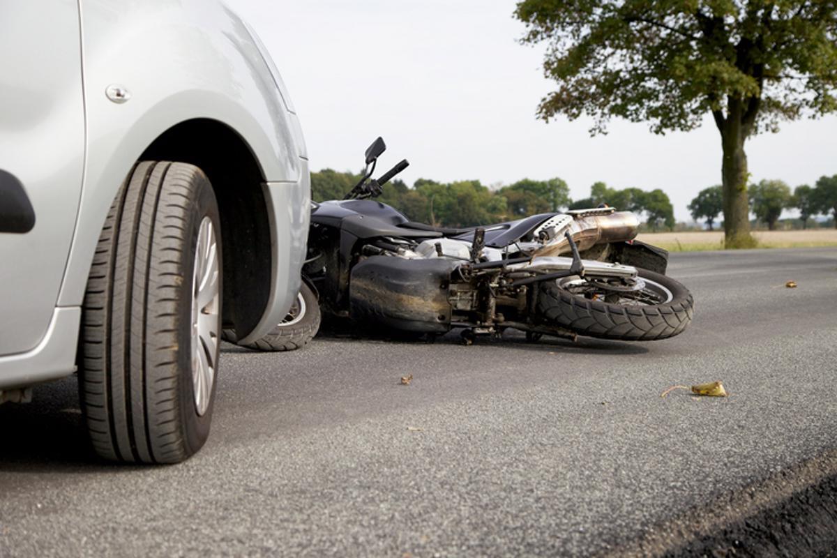 Acidente de trânsito, batida, envolve moto, boletim de ocorrência