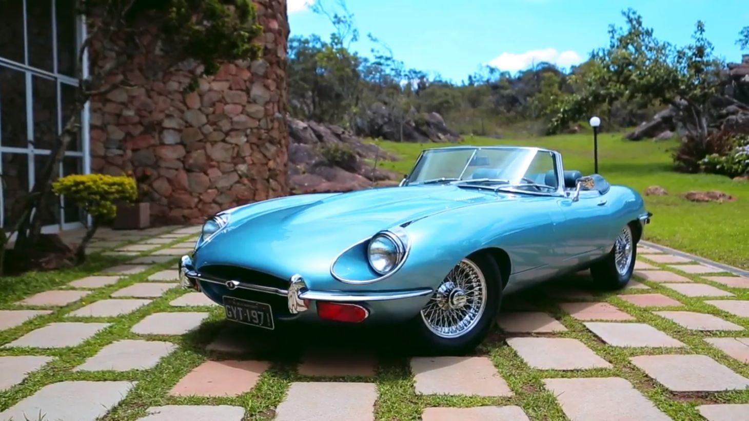 Jaguar E-Type 1971 tem linhas clássicas